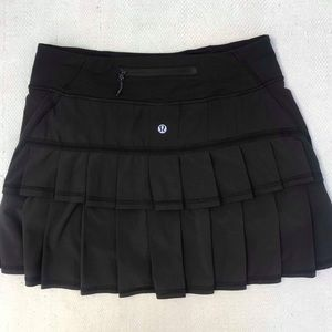 LULULEMON 4 black skirt